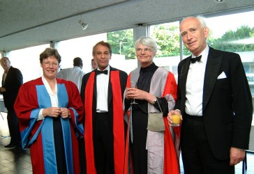 Photo of Alumna Dame Jocelyn Bell Burnell (left)
