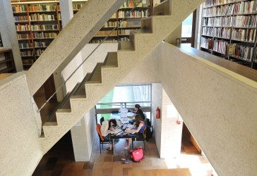 Photo of students in the Rosemary Murray Library