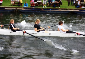 Photo of Murray Edwards College students rowing on the Cam